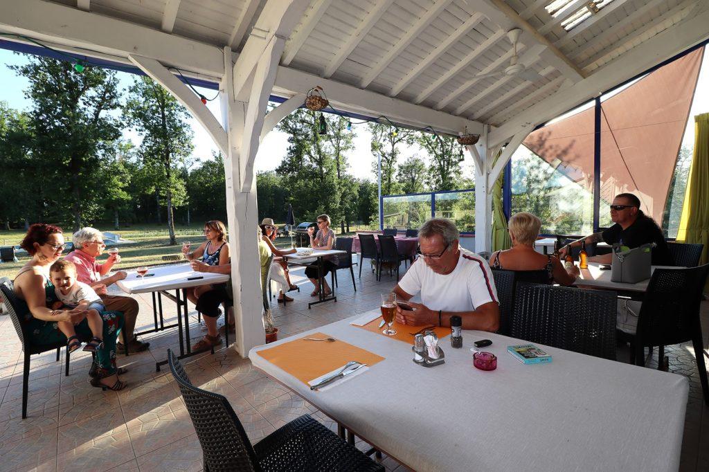 restaurant terrasse Gabachou Montpezat de Quercy